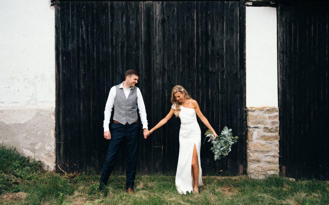 Svatební šaty z těžkého hedvábného saténu