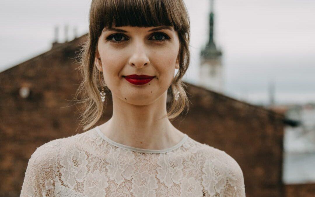 Šaty z nejjemnější hedvábné krajky.. pro Anet